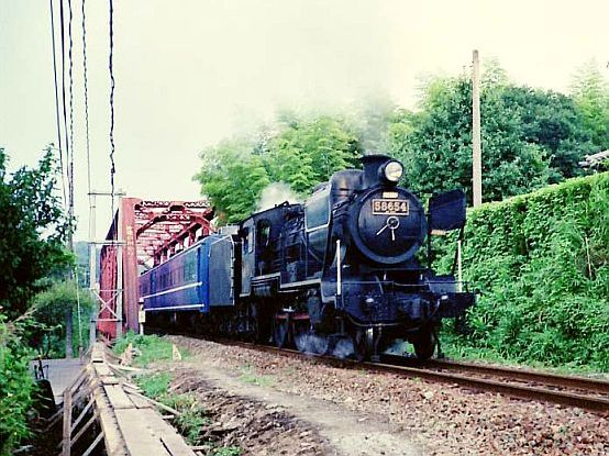 Steamer 58654 at Shirakawa Bridge
